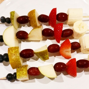Skewer with grapes, pear, blueberries, strawberry and banana