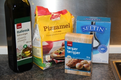Ingredients for a good and simple pizza dough